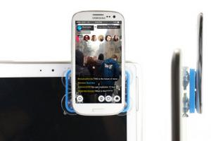 Suction Mount: Attach Your Phone to a Tablet for Dual Streaming