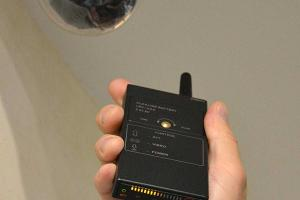 iProtect RF Wireless Signal Detector Finds Surveillance Devices