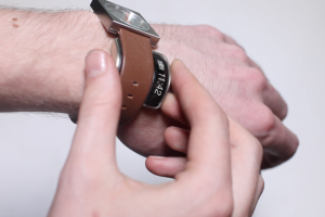 Glance: Smart Accessory for Your Watch {iOS/Android}