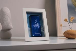 PowerPic: Picture Frame & Wireless Charger for iPhone