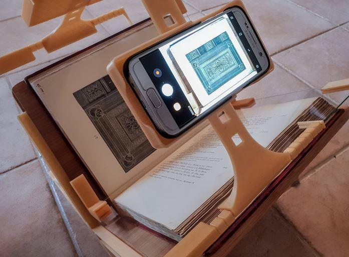 Book Scanning Frame for Smartphones