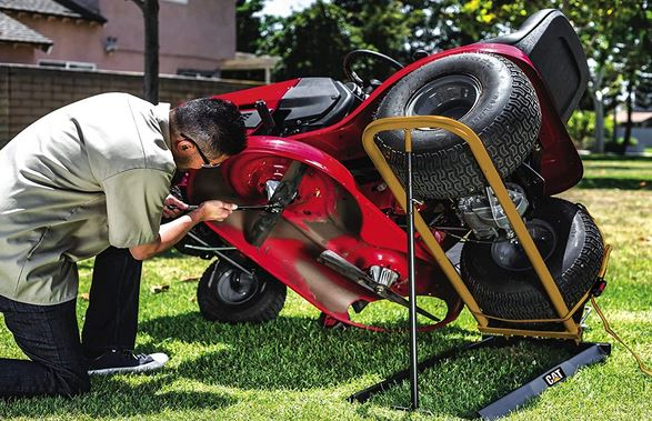 5 Handy Lawnmower Lifting Jacks for Zero-Turn & Traditional Mowers